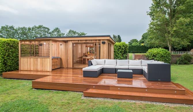 Bespoke garden rooms outdoor garden buildings crown for Luxury garden rooms