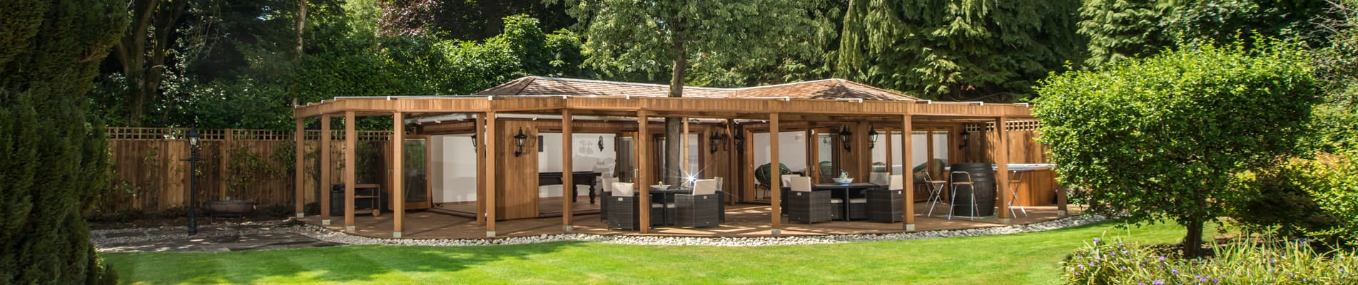 Modern garden room by Crown Pavilions