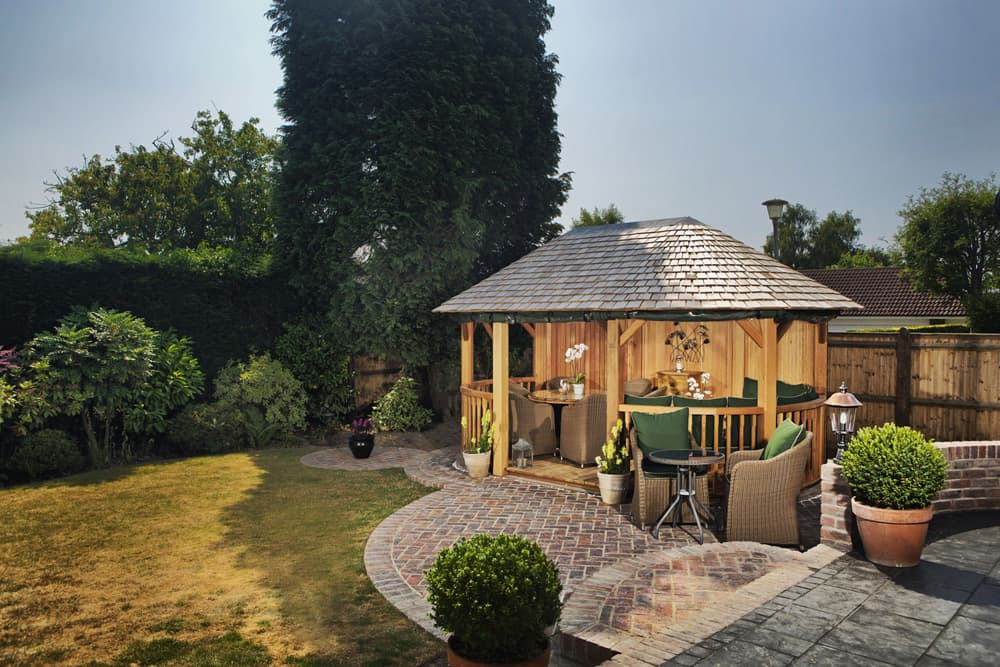 Bespoke garden rooms gazebos in sussex crown pavilions for Garden rooms sussex