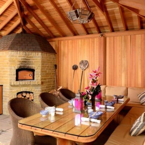 Garden Room With Pizza Oven