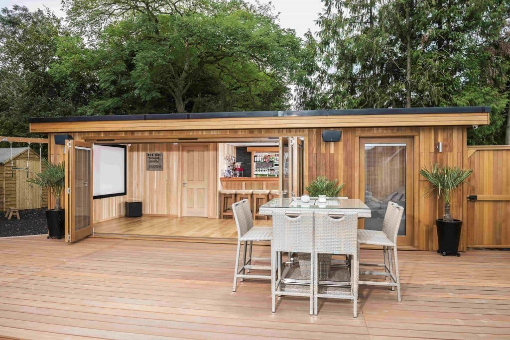 Bespoke Cinema Garden Room with Bar & Bathroom