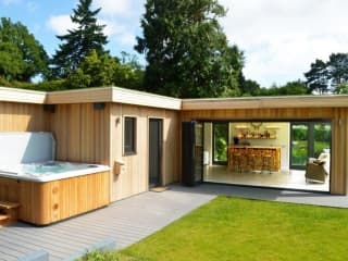 Bespoke Garden Room & Hot Tub