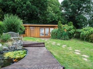 Sandringham Garden Room with Storage
