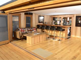 Sandringham Garden Room with Bar