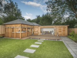 Bespoke Garden Room With Wood-Fired Oven and Hot Tub